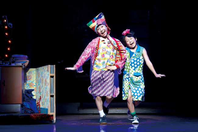 """Kim Hyun-jun (left), one of the five actors in the role of Billy, and Kang Hee-jun (right), one of the four actors in the role of Michael in """"Billy Elliot"""" at D-cube Arts Center in Seoul (Seensee Company)"""