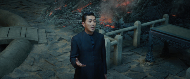 """Ha Jung-woo stars in """"Along With the Gods: The Two Worlds."""" (Lotte Entertainment)"""