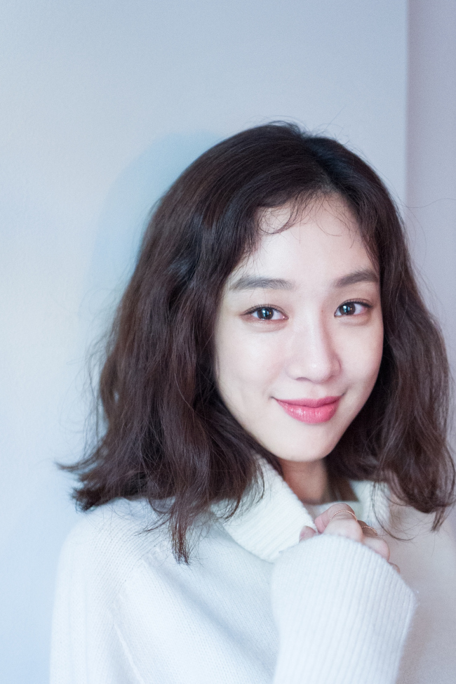 Jung Ryeo-won poses for a photo before an interview in Gangnam-gu, Seoul, Wednesday. (Key East)