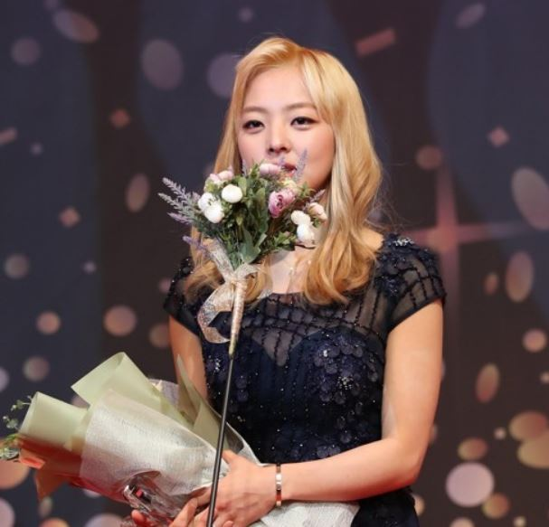 South Korean speed skater Kim Bo-reum speaks after she received an award at the MBN Women Sports Awards in Seoul on Dec. 14, 2017. (Yonhap)