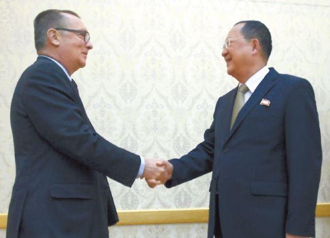 UN Undersecretary-General for Political Affairs Jeffrey Feltman (left) meets North Korean Foreign Minister Ri Yong-ho in Pyongyang on Thursday. (Yonhap)