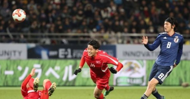 In this file photo taken on Dec. 9, 2017, North Korea national football team midfielder Ri Yong-jik (C) makes a header during a match against Japan at the East Asian Football Federation E-1 Football Championship at Ajinomoto Stadium in Tokyo. (Yonhap)