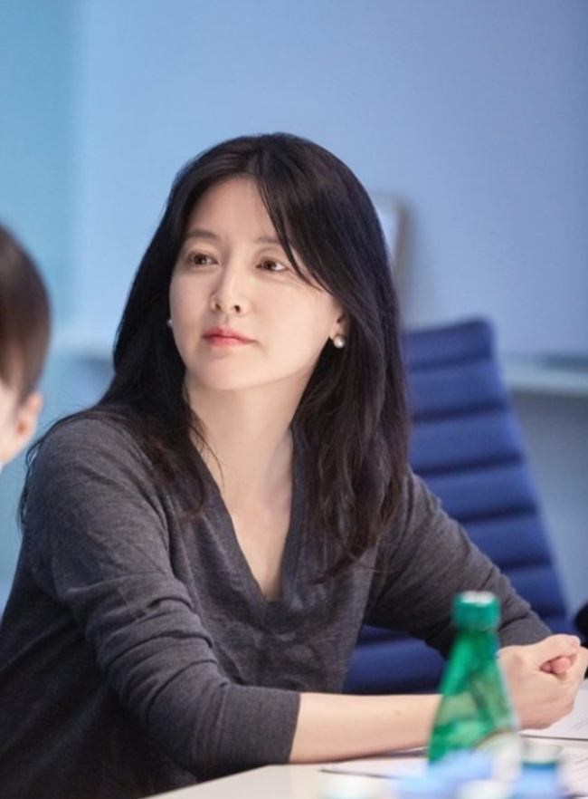 """Lee Young-ae stars in """"Suitable for General Viewing."""" (JTBC)"""