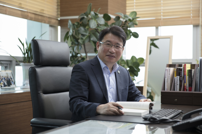 President of Gyeonggi Do Provincial Institute for Lifelong Learning Kim Gyeong-pyo