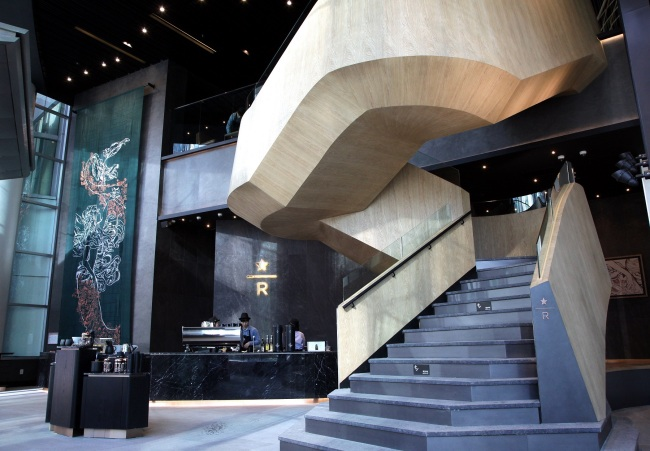 "The largest Starbucks branch in Seoul, named ""The Jongno branch,"" is set to open Wednesday at Jongno Tower in Seoul. The 1,100-square-meter store is divided into six zones including a lounge zone and open stage and offers exclusive premium services such as Teavana products made with the Siphon brewing method to enhance flavor. Customers can enjoy over 100 beverages and 60 types of food at The Jongno branch. (Starbucks Korea)"