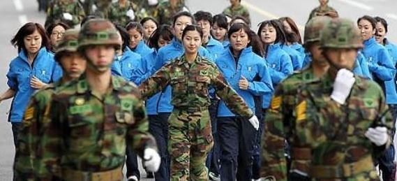 Voluntarily enlisted female officers in South Korea's military. (Yonhap)