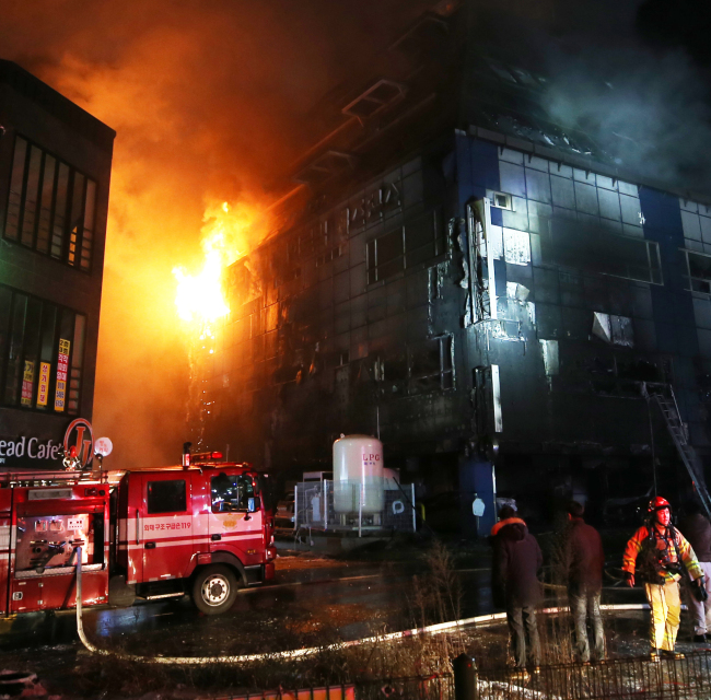 A fire breaks out in a building in Jecheon, North Chungcheong Province, on Thursday. (Yonhap)