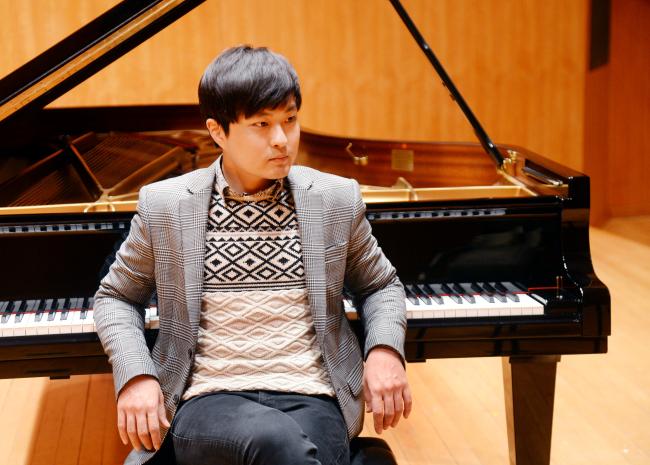 Pianist Kim Da-sol poses at the Kumho Art Hall in Seoul on Dec. 6. (Park Hyun-koo/The Korea Herald)