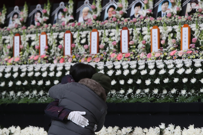 Visitors pay their respects to the 29 victims of Thursday's fire in Jecheon, North Chungcheong Province, at a memorial set up in Jecheon Gymnasium on Sunday. Yonhap