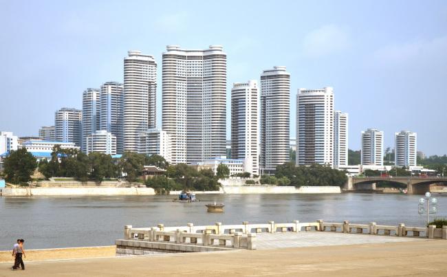 Mansudae Apartment blocks in Pyongyang (Calvin Chua)