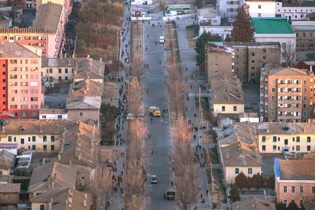 A photo taken on November 15, 2017 shows a general view of a street in central Pyongyang. North Korea's sprint towards full-fledged nuclear statehood accelerated sharply in 2017, raising fears about a devastating atomic exchange to levels not seen since the Cold War. (AFP/Yonhap)