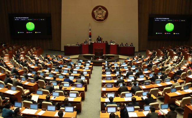 There are mainly five political parties at the Korean National Assembly. The ruling Democratic Party of Korea, main opposition Liberty Korea Party and center-left People's party hold negotiation bloc status, while minor center-right Bareun Party and far-left Justice Party only have parliamentary seats. (Yonhap)