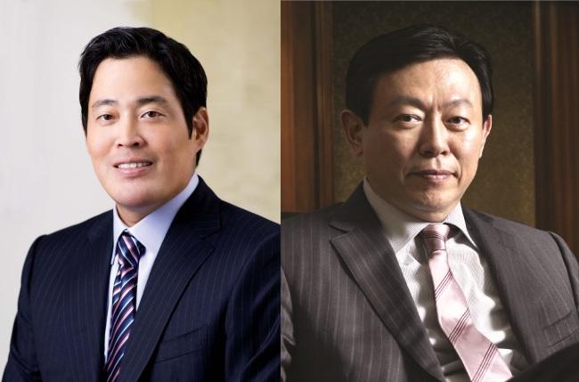 Shinsegae Vice Chairman Chung Yong-jin (left) and Lotte Group Chairman Shin Dong-bin (Shinsegae, Lotte)