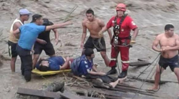 (Fire officers and civilians on search and rescue =Yonhap)