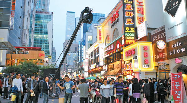 """Scenes of director Tony Gilroy's film """"The Bourne Legacy"""" shot in June 2011 in the Gangnam district, southern Seoul. (Seoul Metropolitan Government)"""