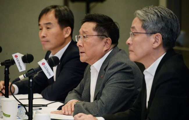 LG Display CEO Han Sang-beom holds a press briefing on Tuesday at the Las Vegas Convention Center a day before the CES kicks off. (LG Display)