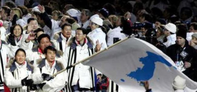 Lee Bo Ra L And Han Jong In Carry The Flag At Opening Ceremony Of 2006 Turin Winter Olympics Held On Feb 10 Yonhap