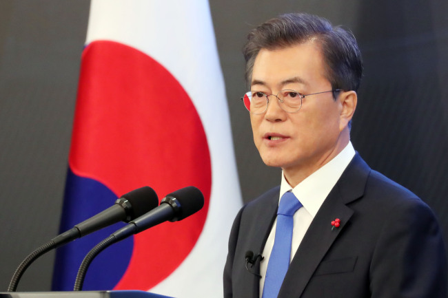 President Moon Jae-in speaks at the New Year's press conference held in Cheong Wa Dae on Wednesday. (Yonhap)