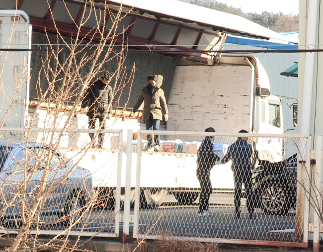 Investigators from the Seoul Eastern District Prosecutors' Office search the premises of DAS headquarters in Gyeongju, North Gyeongsang Province. (Yonhap)