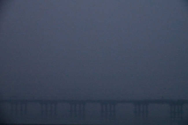 Seoul's Mapo Bridge can barely be seen early in the morning Thursday due to air pollution. Yonhap