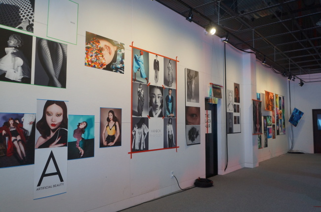 """he exhibition """"A Splash of Old in the New"""" is underway at Gangnam Tourist Information Center at Apgujeong-dong, Seoul, through Sunday. (Photo by Im Eun-byel / The Korea Heral)"""