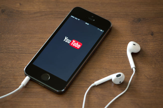 YouTube to check videos for shocking material
