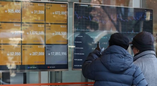 A screen shows the prices of bitcoin at a virtual currency exchange store in Seoul, South Korea. (Yonhap)