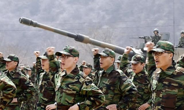 New Army recruits train at a boot camp in this undated file photo. (Yonhap)