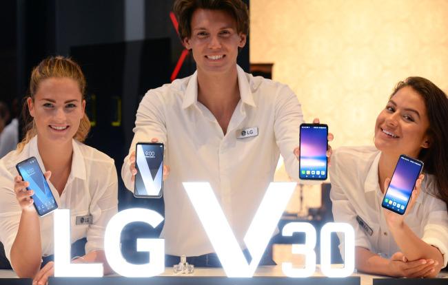 Models show V30 smartphones at IFA 2017 in Berlin in September.(LG Electronics)