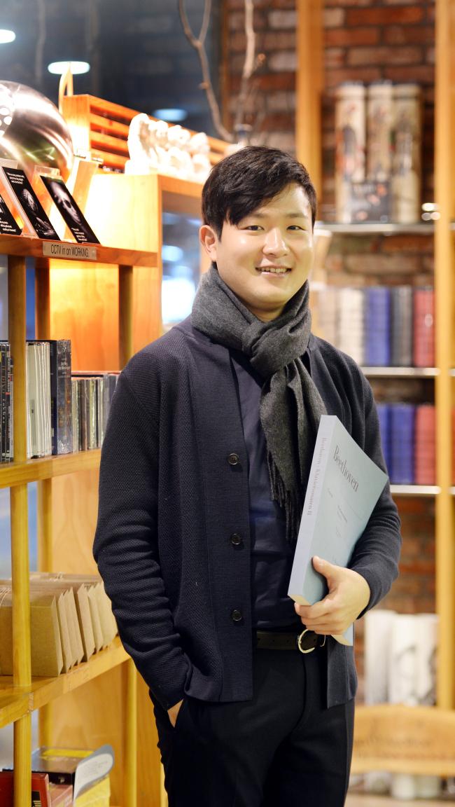 Pianist Sunwoo Yekwon poses at Daehan Music at Seoul Arts Center on Jan. 12. (Park Hyun-koo/The Korea Herald)