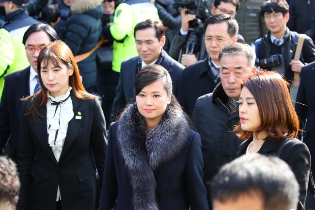 Hyon Song-wol arrives at Seoul Station (Yonhap)