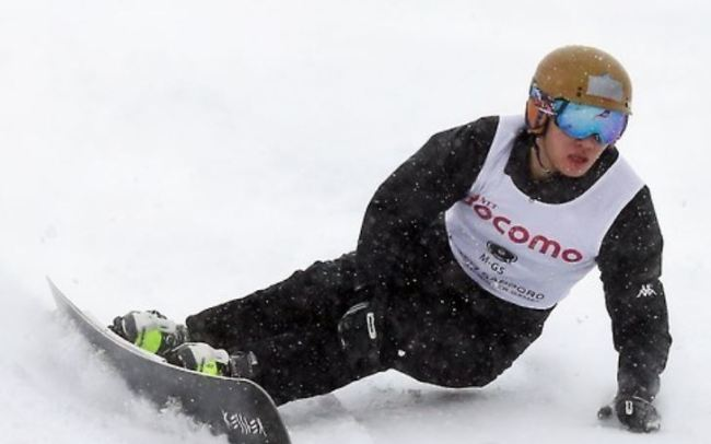 In this file photo taken Feb. 19, 2017, South Korean alpine snowboarder Lee Sang-ho competes in the men`s giant slalom at the Asian Winter Games in Sapporo, Japan. (Yonhap)