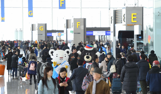 Mascots of the 2018 PyeongChang Winter Olympic Games at the departure gate of Incheon Airport`s new terminal on Jan. 18. (Yonhap)