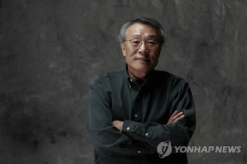 Author Hwang sok-yong (Yonhap)