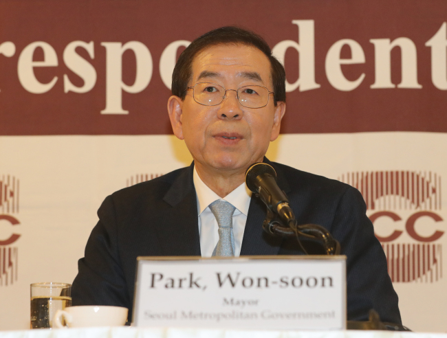 Seoul City Mayor Park Won-soon speaks at a press conference held for Seoul foreign correspondents in central Seoul on Tuesday. (Yonhap)