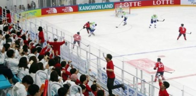 In this file photo taken April 8, 2017, South Korean fans in the stands cheer on North Korean players (in red) against Slovenia during the International Ice Hockey Federation Women`s World Championship Division II Group A tournament at Kwandong Hockey Centre in Gangneung, Gangwon Province. (Yonhap)