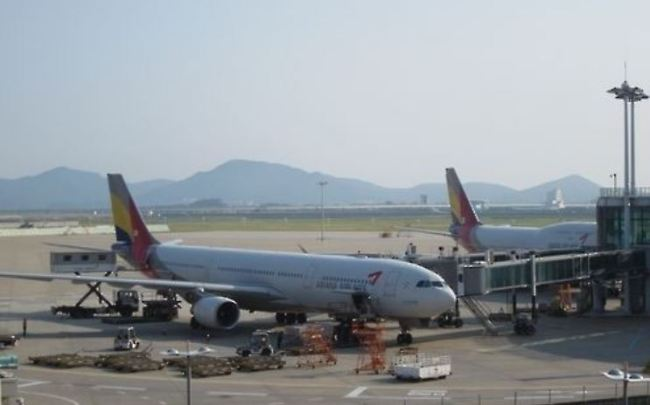 A passenger plane of Asiana Airlines (Yonhap)