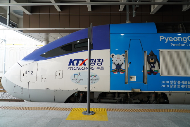 Train to PyeongChang (Lim Jeong-yeo/The Korea Herald)