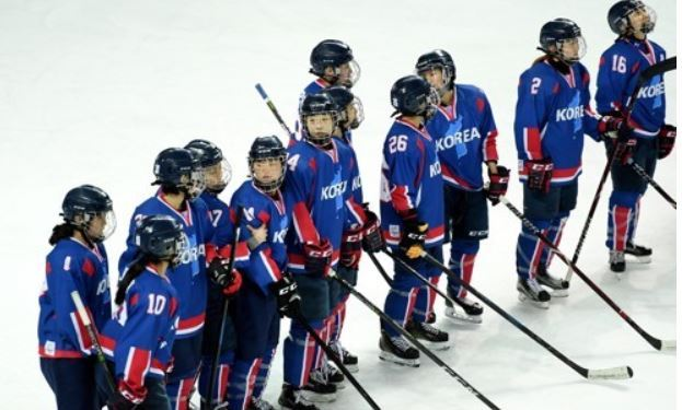 In this Joint Press Corps photo, members of the joint Korean women`s hockey team line up at center ice after losing to Sweden 3-1 in an exhibition game at Seonhak International Ice Rink in Incheon on Feb. 4, 2018. (Yonhap)