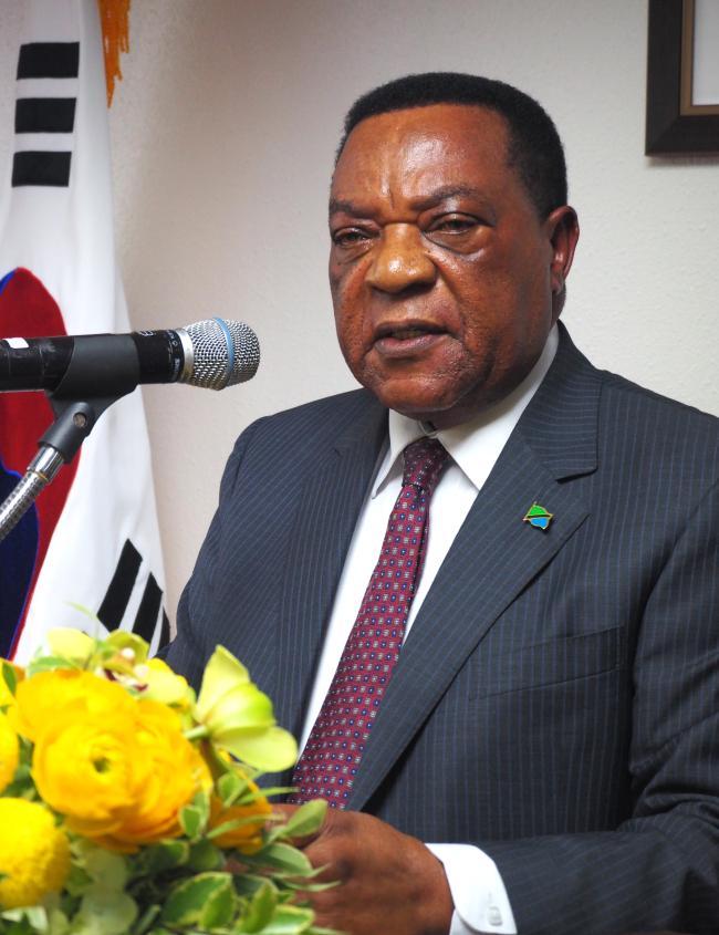 Tanzanian Foreign Minister Augustine Mahiga (Joel Lee/The Korea Herald)
