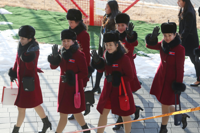 North Korea's 229-member female cheerleading squad arrives in South Korea for the PyeongChang Winter Games on Wednesday. (Yonhap)