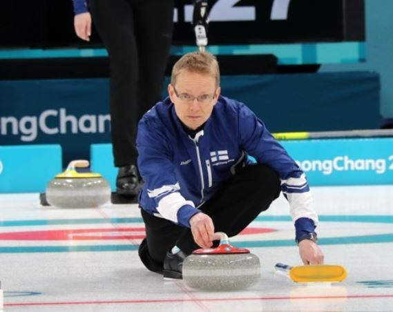Finland`s mixed doubles curler Tomi Rantamaeki throws a stone at a practice session at Gangneung Curling Center on Feb. 7, 2018. (Yonhap)