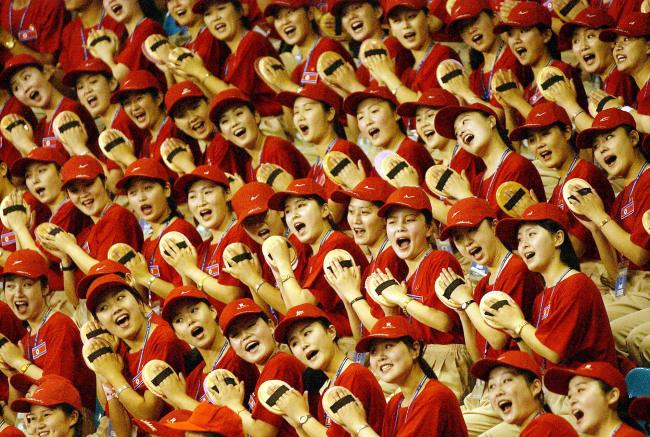 North Korean cheerleaders appear at the 2003 Summer Universiade in Daegu. (Yonhap)