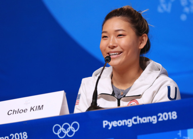 Korean-American snowboarder Chloe Kim speaks at a press conference in PyeongChang, Gangwon Province, on Feb. 8, 2018. (Yonhap)