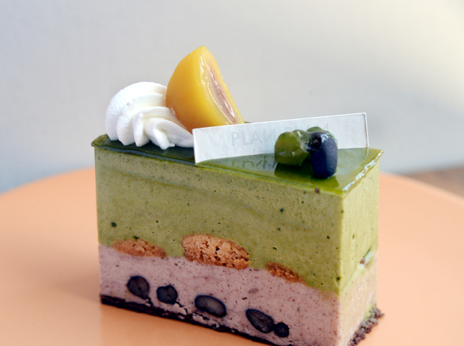 Plan Plan's matcha adzuki cake balances intensely fragrant and bitter pulverized green tea mousse with an incredibly light and nutty red bean mousse (Photo by Park Hyun-koo/The Korea Herald)