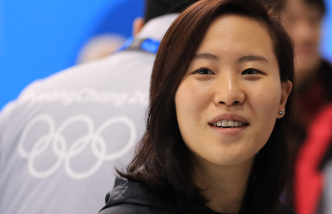 Shin So-jung, the goaltender for the Korean women's hockey team. She made 44 saves on 52 shots during the team's Olympic debut against Switzerland on Saturday. (Yonhap)