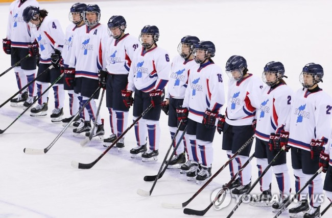 North and South Korea's joint women's ice hokey team (Yonhap)