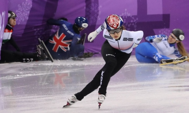 South Korean short track skater Choi Min-jeong performs during a heat for the women`s 500-meter race at Gangneung Ice Arena, 230 kilometers east of Seoul, on Feb. 10, 2018. (Yonhap)