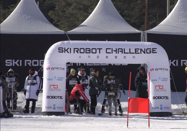 Robots compete in the Ski Robot Challenge at the Welli Hilli Park ski resort in Hoengseong, Gangwon Province. (Park Ju-young/The Korea Herald)