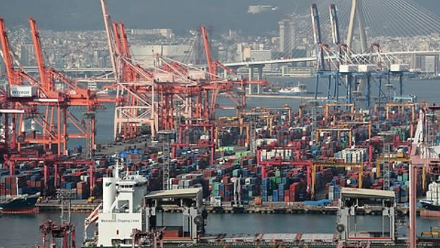 Containers waiting shipment at a port in Busan. (Yonhap)